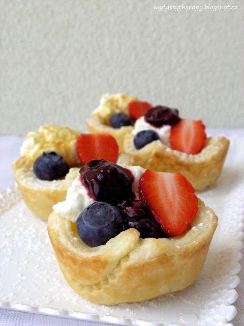 Tasty Therapy: Pudinkové mističky s ovocem a šlehačkou