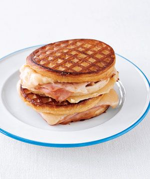 Grilled Ham and Cheese Sandwiches: Waffles Sandwiches, Chee Waffles, Dinners Recipes, Sandwiches Recipes, Grilled Hams, Hams And Cheese, Cheddar Chee, Breakfast Sandwiches, Breakfast Dishes