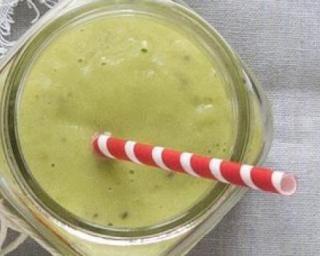 Smoothie Matcha brûleur de graisses par Anastassia : http://www.fourchette-et-bikini.fr/recettes/recettes-minceur/smoothie-matcha-bruleur-de-graisses-par-anastassia.html