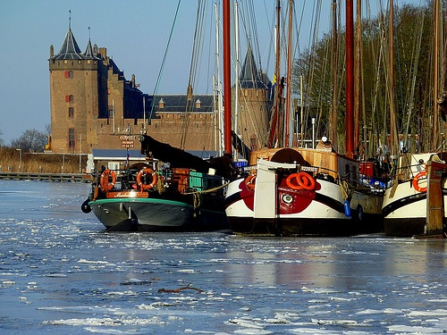 The harbour of Muiden with the castle in the background.