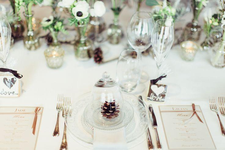 Une belle décoration de table pour un mariage en hiver. La petite pomme de pain, symbole fort de cette saison.