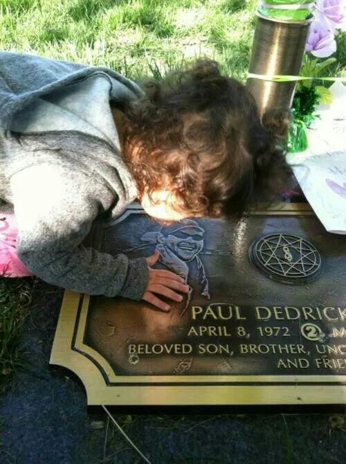 Paul Grey's daughter October, so sad!! | Slipknot ...