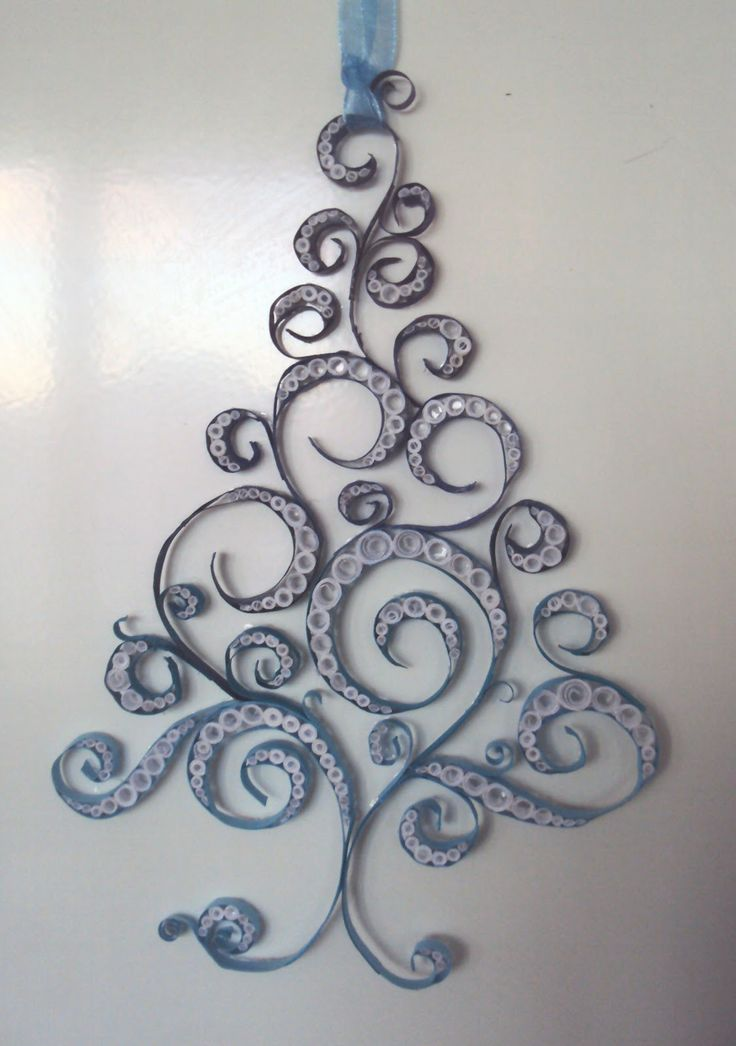 Quilled Christmas tree. Would be really pretty in different shades of green with some red mixed in