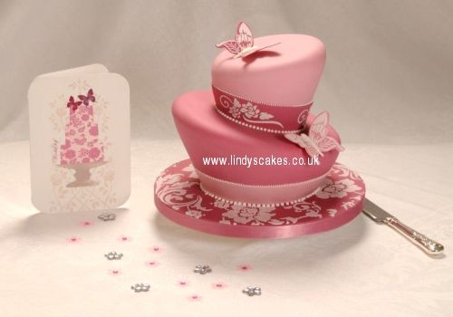 I didn't like topsy turvy cakes before I saw any of Lindy Smith's designs... love!