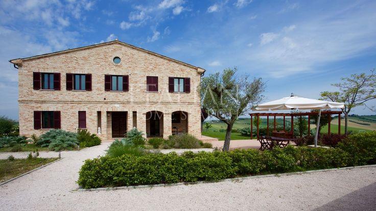 Villa for sale in Ostra, Marche.