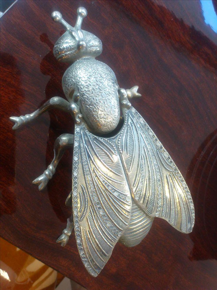 cenicero metal avispa de 19x9x5cm años 70