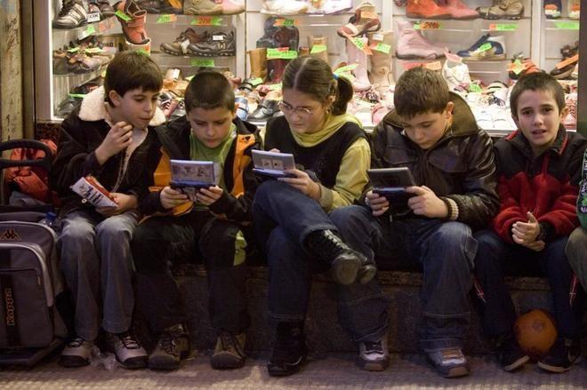 """Un colegio británico """"confisca"""" las videoconsolas a sus alumnos con la complicidad de los padres   Sociedad Home   EL MUNDO"""