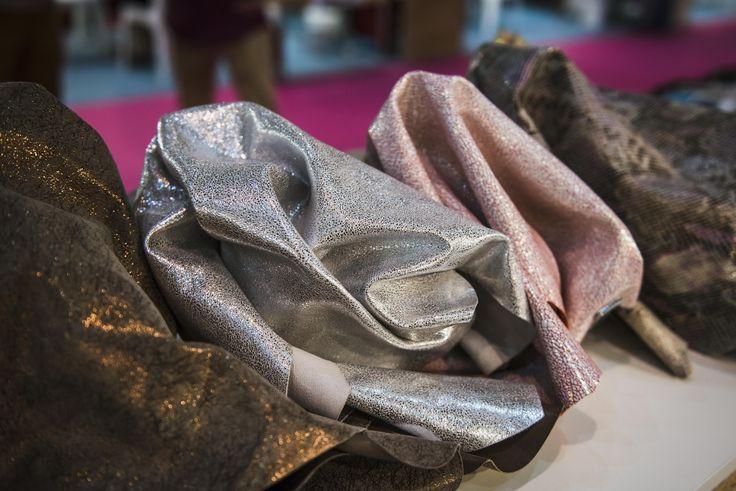 #news #noticias #fashionnews #calzado #FuturModa #leather ##leathercraft #denim #rawleather #clutch