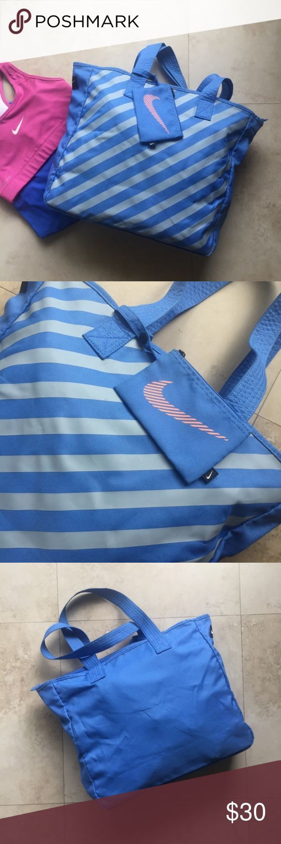 NIKE Tote Bag Dual grip handle for easy transport. Easy access in main compartment for spacious storage. Detachable zip pocket for smaller items LPD170905 Nike Bags Totes