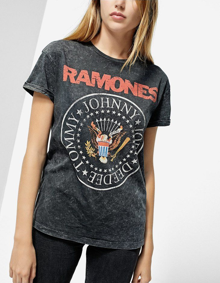 At Stradivarius you'll find 1 Ramones T-shirt for just 15.99 United Kingdom . Visit now to discover this and more Faux fur jackets.