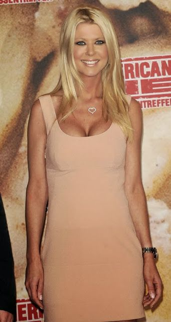 Tara Reid plastic surgery is an example of bad procedure. The irony is that she is more popular for her saggy breast implants than her job. The plastic surgery didn't give her the expected result. The new breast made her older than her real age. The secret was revealed on the red carpet when her loose dress fell off and her breast was clearly visible.