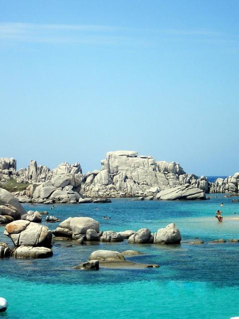 Ciel bleu, eau turquoise, rochers et soleil un véritable petit paradis c'est ce qui vous attend en Corse. Cette île sublime regorge d'endroits magnifiques. #Corse #France