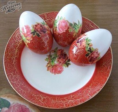 Tolle Tischdekoration: #Ostereier passend zum #Teller dekorieren #diy #Ostern #Inspiration