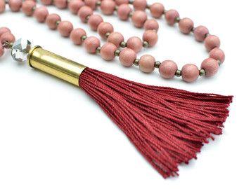 Blush perlas borla collar / regalo para mujer / unique collar / collar de bala / boho / blush vino Borgoña / largo con cuentas collar de granate