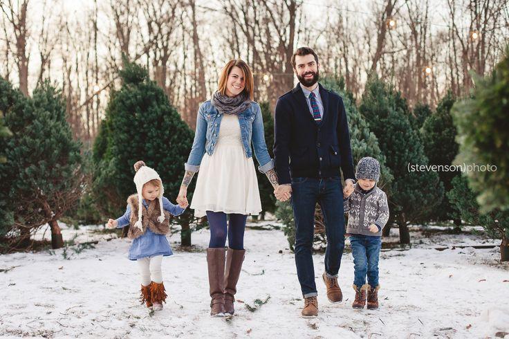 Christmas card photo ideas. Christmas tree stand photos. family photo ideas. winter family photos www.kstevensonphoto.com
