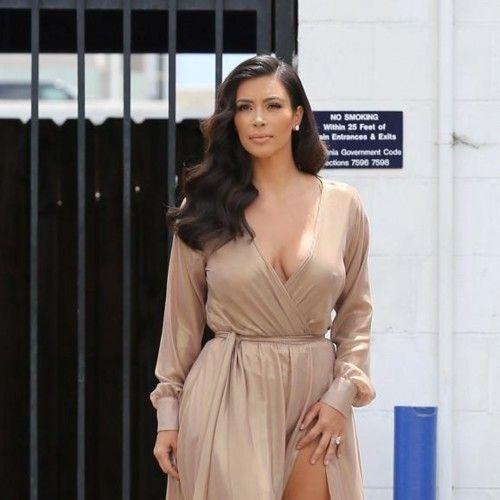 Los mejores looks de Kim Kardashian en 2014: fotos de los looks de calle y de alfombra roja de Kim Kardashian, vistiendo de Balmain, con pantalones de campan...