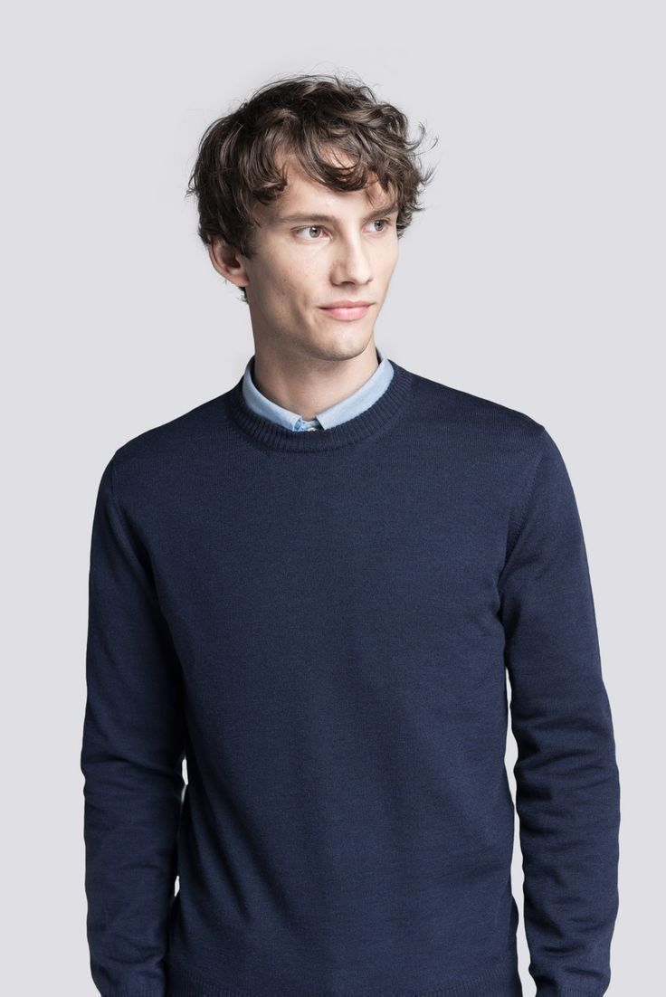 The classic crew neck Merino Sweater, made in Italy from 100% extra-fine Australian Merino wool. Available in 15 sizes with variable lengths. Asket clothes 85 e also t-shirts oxford shirts miesten neule t-paita eettinen mallisto
