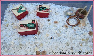rubberboots and elf shoes: button blanket sensory bin