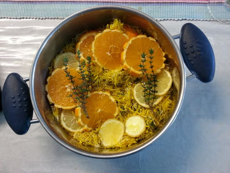 Vorige week maakte ik dit lekkere goedje.   Het is Paardenbloemen jam/gelei wat ook wel Armelui's honing wordt genoemd.   Honing was vro...