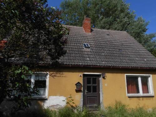 Das Einfamilienhaus mit Nebengelass (Stallgebäude/Garage) befindet sich in Neu Panstorf am Nordrand...,Handwerkerobjekt nahe an Malchin (Mecklenburg) - Preissenkung in Mecklenburg-Vorpommern - Malchin