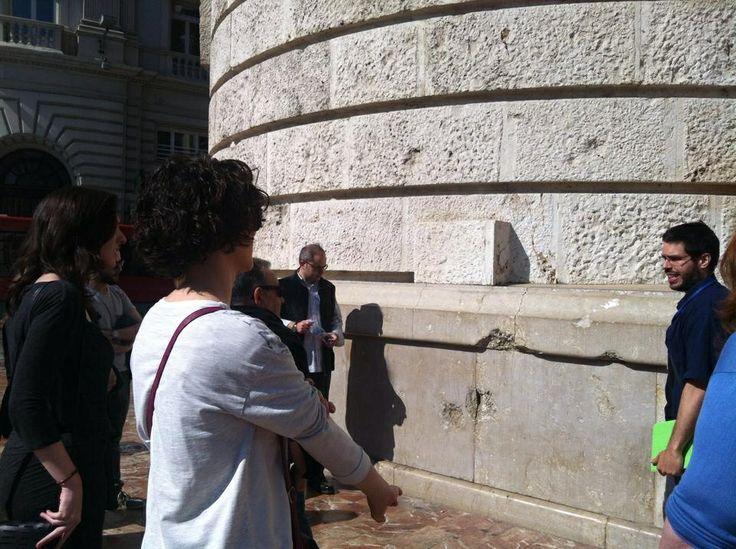 Señales de guerra. Metralla en el ayuntamiento de Valencia. #caminsbelics Valencia CaminArt