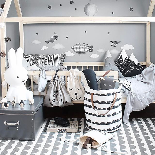Create a wall of adventures with a sky of clouds, a full moon, stars & flying objectsMove them around. Fly away ▫️stickstay.se▫️ ▫️▫️▫️▫️▫️▫️▫️▫️▫️▫️ #stickstay #wallsticker #walldecal #walldeco #walldecoration #decorforkids #kidsroom #barnerom #barnrum #kinderzimmer #mynordicroom #inspirationforpojkar #barnrumsinspo #housebed #flyaway