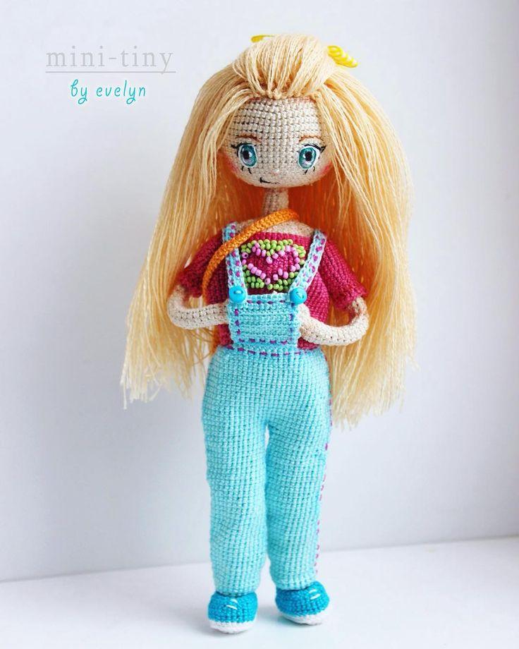 Новая куколка в серии кукол MINI-TINY!  Девочку зовут Мелоди. Одета по летнему: джинсовый комбинезон, футболка, спортивные балетки и сумочка. - Рост 22,5 см - Проволочный каркас, все двигается; - 100% хлопок, волосы - шерсть; - Личико вышито мулине; - Вся одежда снимается ; - Прически можно менять. девочка при маме ---- Meet new doll MINI-TINY! The girl named Melody. Equip Summer: denim overalls, shirt, sports bag and ballerinas. - Height 22.5 cm - Wire frame, everything moves; - 100%…