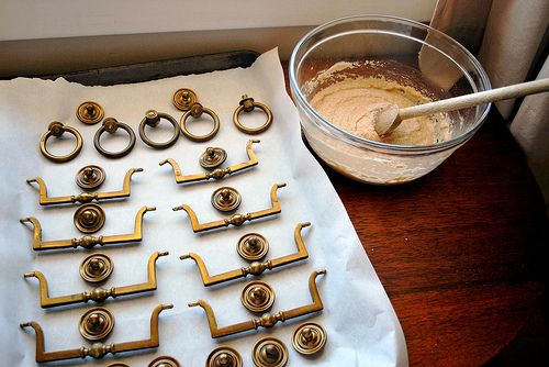 Pulizia dell'ottone con farina, aceto e sale