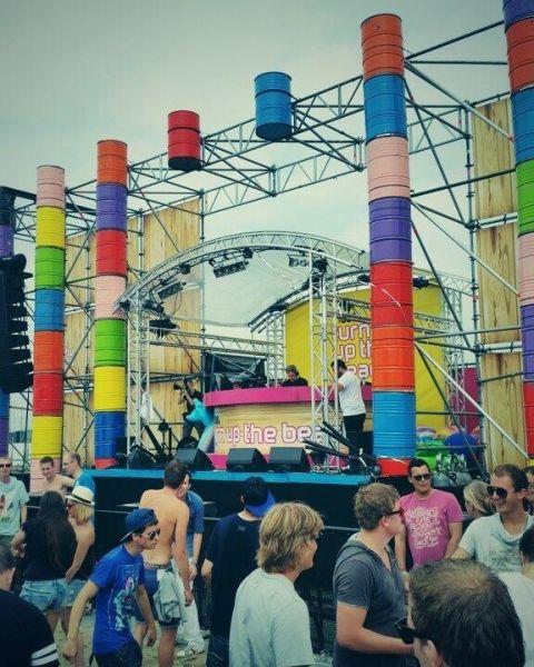 Onze oliedrums gebruikt als podium decoratie @ 538 Turn Up The Beach.