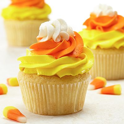 These festive cupcakes will look perfect as a centerpiece at any kid or adult Halloween party.