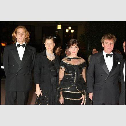 Andrea, Charlotte und Caroline mit Prinz Ernst August von Hannover