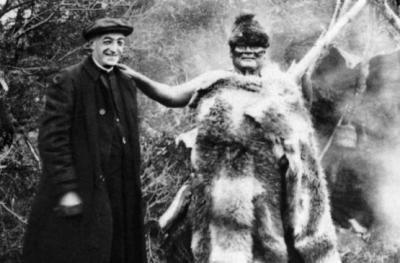 El explorador Alberto María De Agostini junto a Paekeck Selk'nam, recogida en el libro Fu http://www.latercera.com/contenido/661_194449_9.shtml