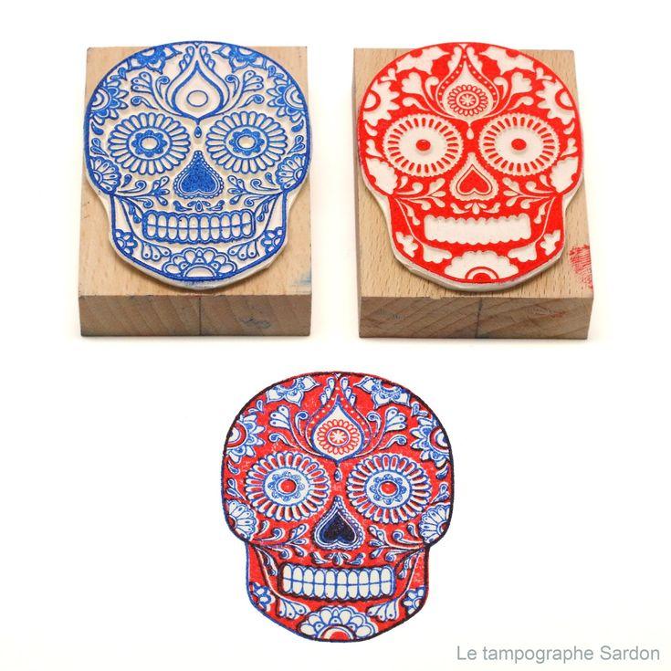 Coffret de deux tampons permettant d'imprimer une image en deux couleurs.  Motif adapté d'un dessin traditionnel mexicain.  Il est co...
