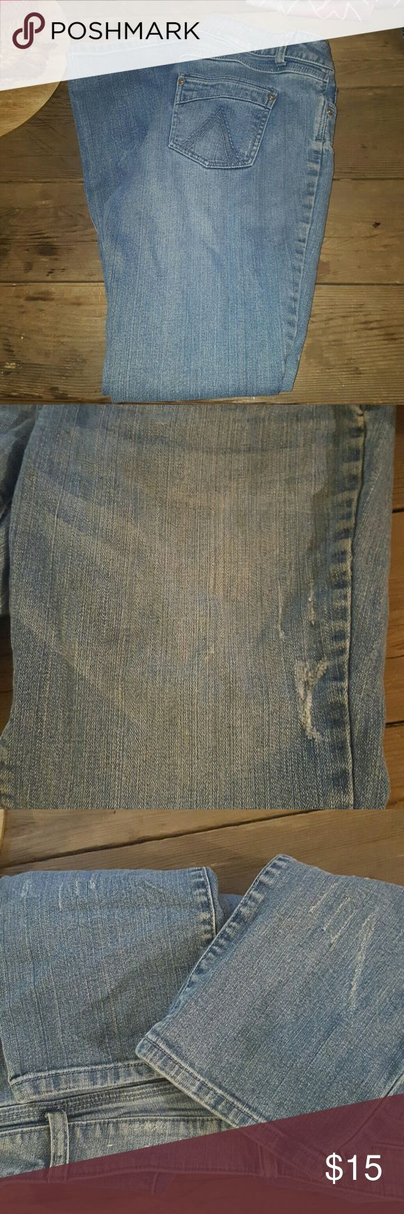 New condition Delia's straight cut jeans Delia's straight cut jeans New condition Some factory distress Size says 11/12 but fits more like 10s Delia's  Jeans Straight Leg