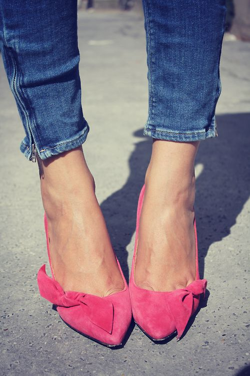 pink feet + skinny jeansFashion Shoes, Skinny Jeans, Pink Heels, Pink Bows, Girls Fashion, Kittens Heels, Isabel Marant, Pink Shoes, Girls Shoes