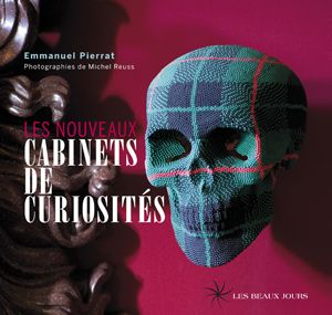 LES NOUVEAUX CABINETS DE CURIOSITES : Les cabinets de curiosités, très prisés au XVIIIe siècle, reviennent au goût du jour. Les contemporains reprennent les codes classiques du genre, tout en y adjoignant arts populaire, religieux, brut ou d'avant-garde... http://www.artismirabilis.com/actualite-litteraire-et-musicale/LYON/2011/les-nouveaux-cabinet-de-curiosites-Emmanuel-Pierrat.html www.artismirabilis.com/actualite-litteraire-et-musicale/LYON/archives/2011.html artismirabilis.com