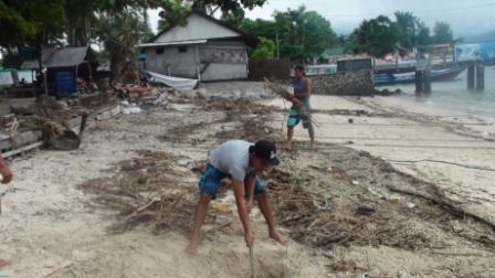 Beach clean Ups Gili Air in raining season
