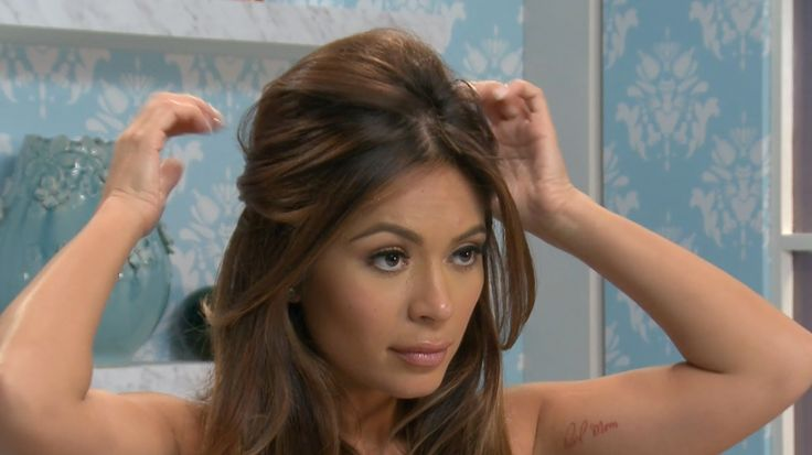 Marianna Hewitt shows you how to get Brigitte Bardot's hair style in this tutorial. You can get the full and voluminous half up-half down look in a few steps...