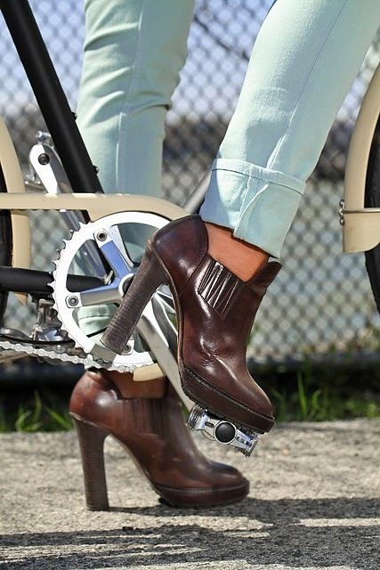 Shoe shoe shoe.: Fashion, Design Shoes, Style, Leather Boots, Ankle Boots, Brown Heels, Awesome Pin, Brown Boots, Shoes Shoes