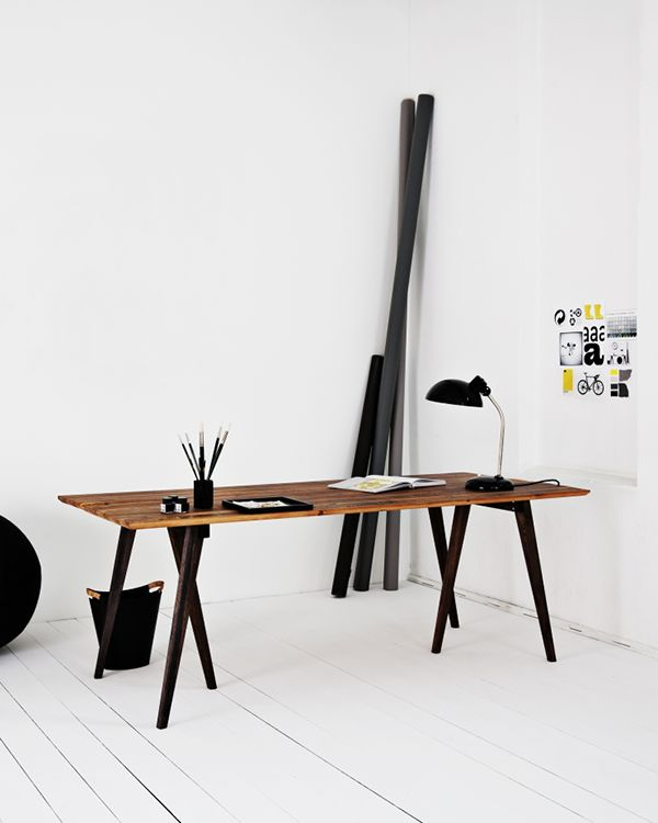 Minimalist, this sort of setup but replace black wood in corner with a nice lump of driftwood