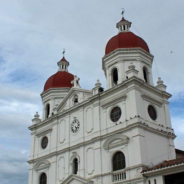 vanihdz#photoshoot #medellin #colombia #trip #cultura #loves_medellin #rionegro #church #catedralsannicolaselmagno #cityview #architecture #iglesia #clouds #sky #loves_paisa #loves_colombia #ig_colombia #antioquia #paisa #loves_latino #IGColombia #igerscolombia #loves_landscapes #loves_world #cityview #igers #tagforlikes #igersmedellin #guatape