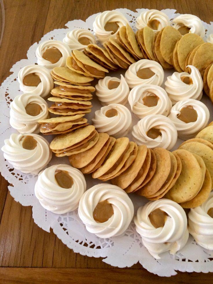 Productos CON ALMA Merengues lúcuma-manjar y alfajores de hoja con manjar.