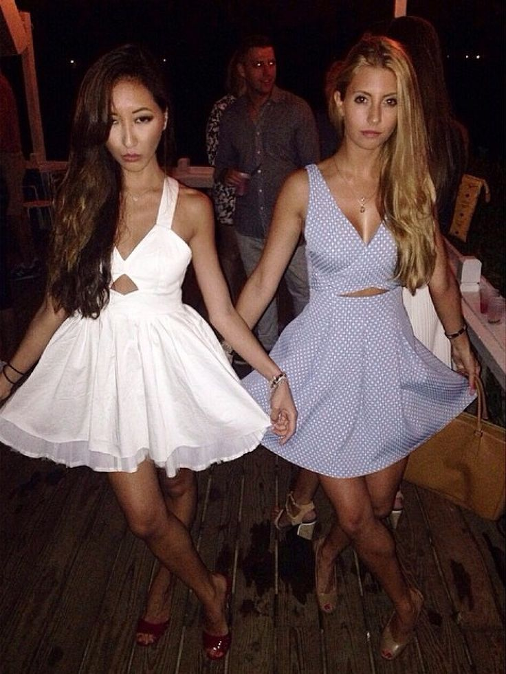 Getting our twin vibe on #hamptons #dolledup #summer #besties #hotmis #thearmyof2