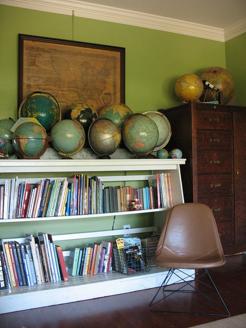 i want this vintage globe collection...