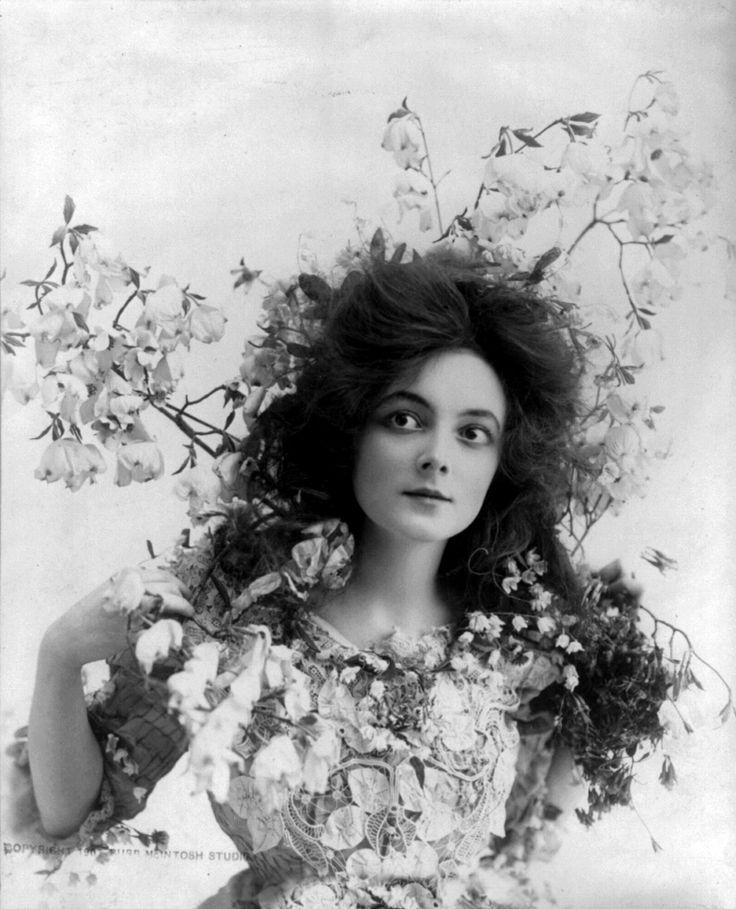 Main dans la main dans la main - greypoppies: Marie Doro, 1902.
