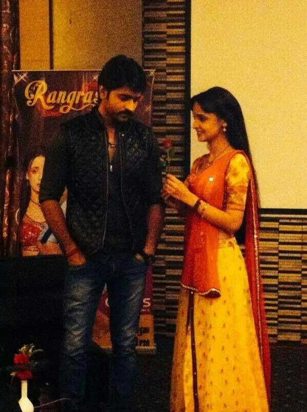 Paro proposing to rudra at press conference in nagpur .. How cute is that !! :-)