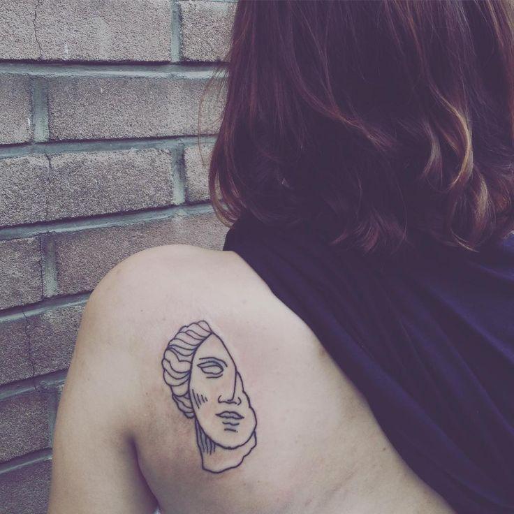 Karolcia, byłaś najlepsza! @circlemaker #tattoo #ink #inked #art #histortofart #sculpture #lineart #linework #black #blacktattoo #tatuaz #tatuaż #warsaw #warsawtattoo #poland #linear #illustration #drawing #sketch #artist #done #finally #saturday  #happy #beauty #polish #inkedgirl