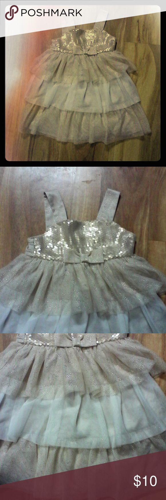 Cherokee sparkle dress sz 4T Cherokee gold and cream sparkle dress sz 4T. Layered tulle material. Sequin top with bow. Cherokee Dresses Formal