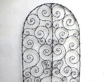 Treillis de fil de fer barbelé hérissée de par thedustyraven
