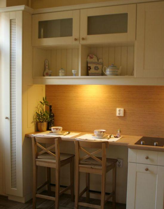 Ha kevés a hely a konyhában a munkalap lehet egyben étkezőasztal is.
